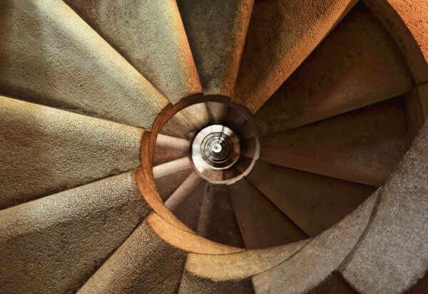 staircase-600468_1920